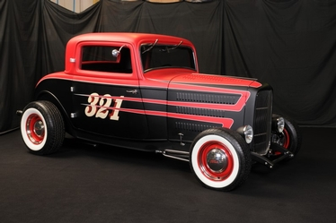 Brian Perriloux's '32 Ford 3 Window Coupe
